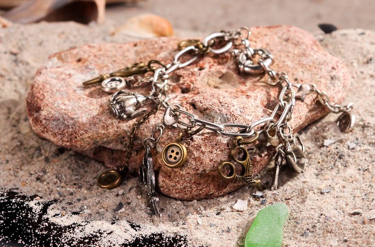 Metal wrist bracelet-1