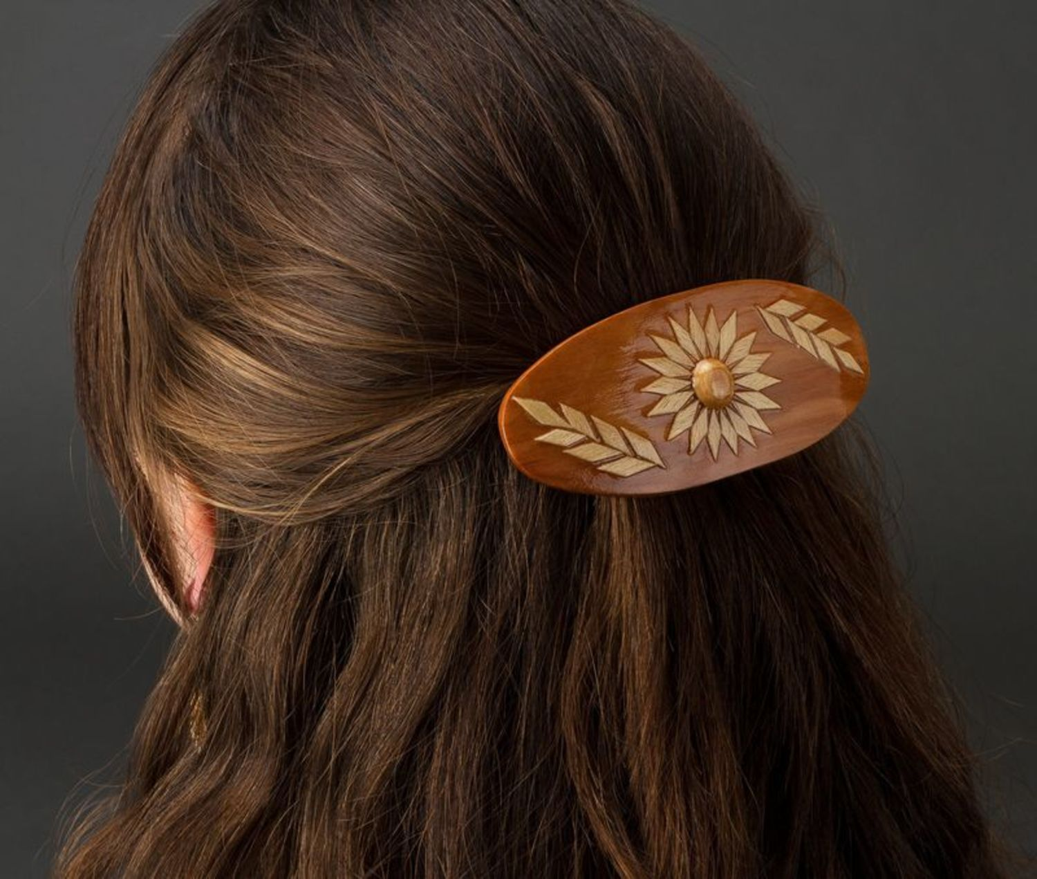 Oval wooden hair clip photo 2