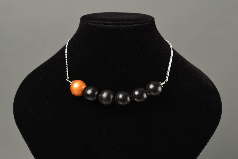 Collier en perles de bois sur chaîne métallique fait main original élégant photo 2