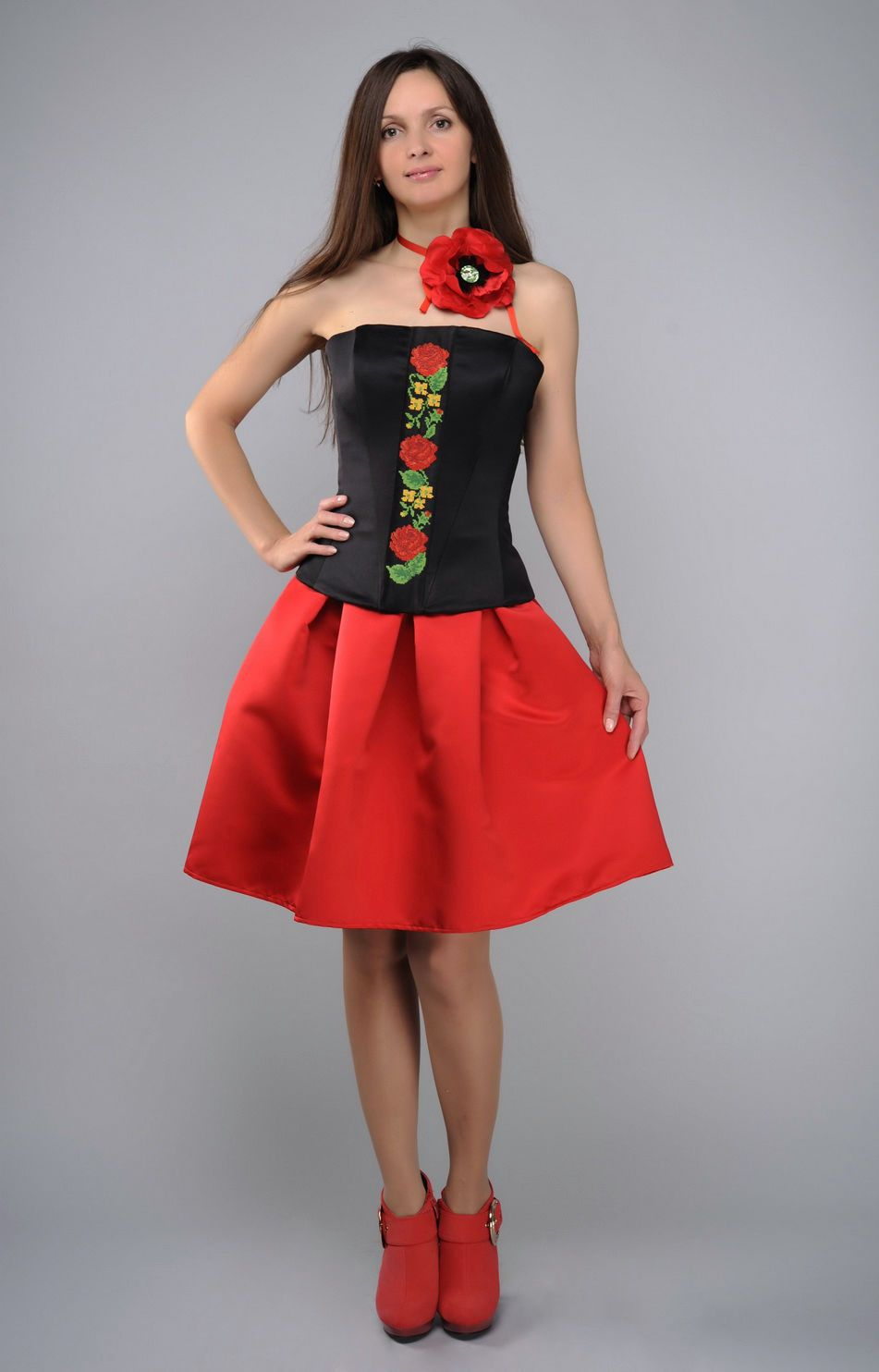 Costume in ethnic style, red and black photo 2