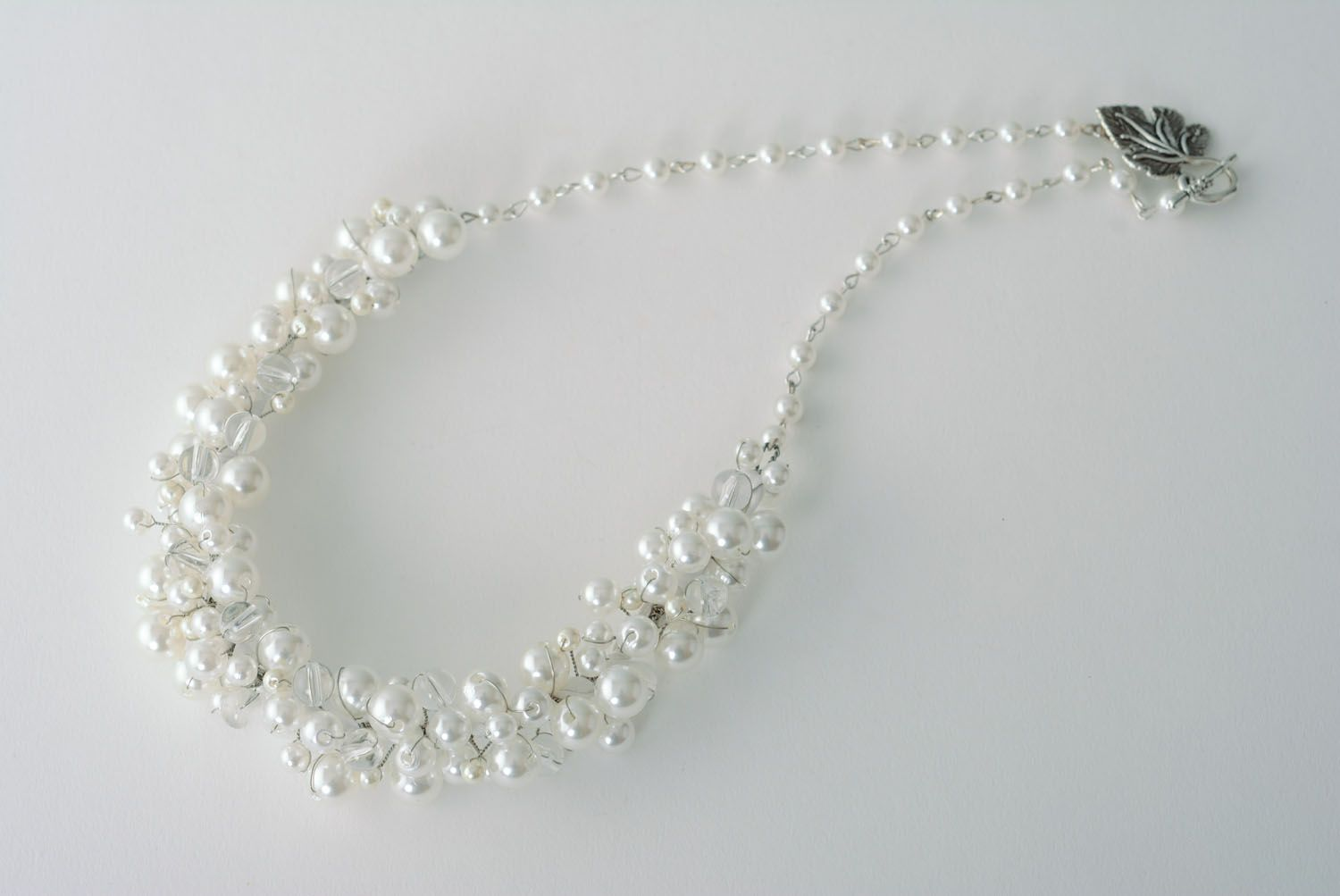 Necklace with pearl-like beads photo 3