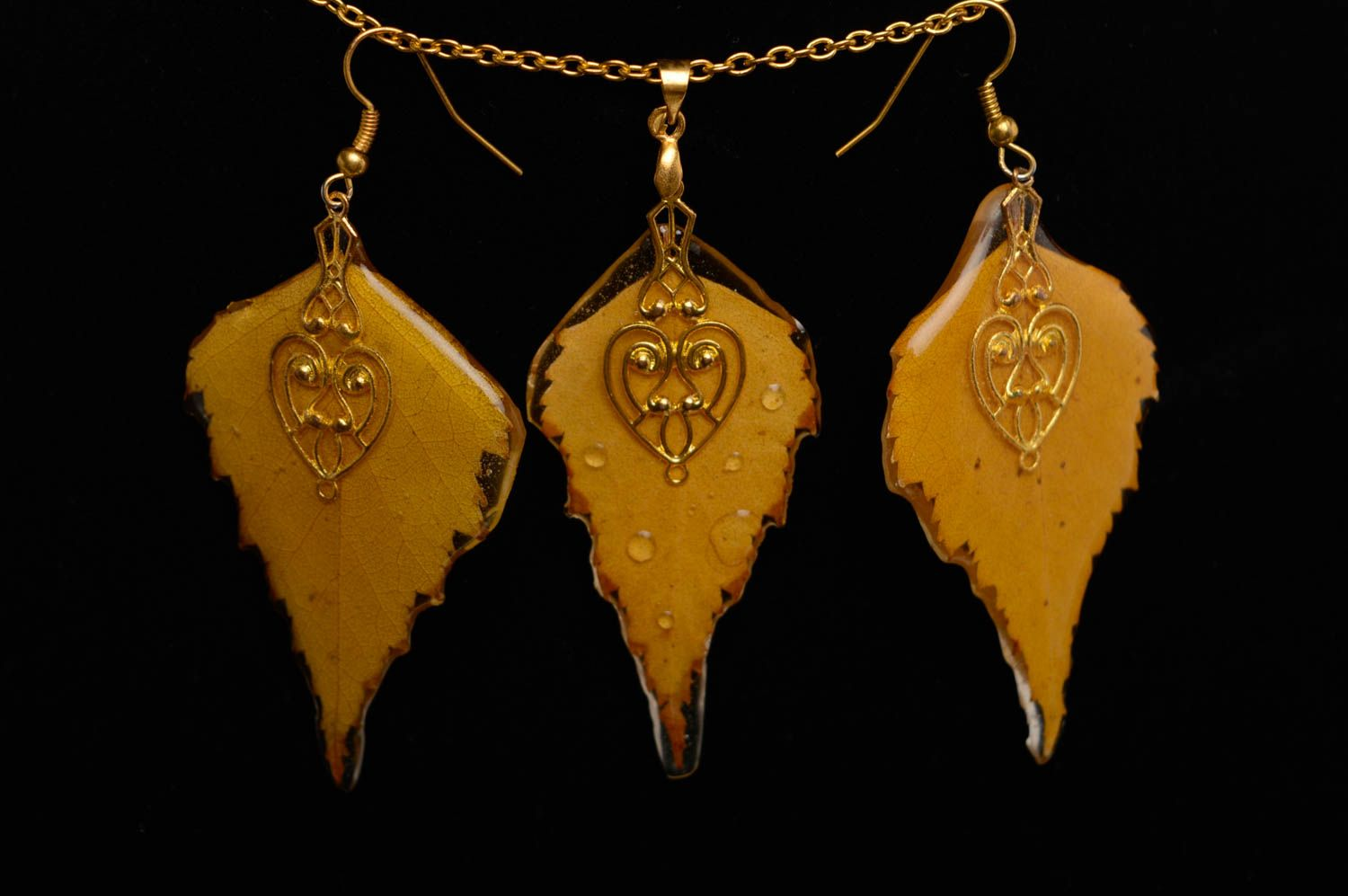 Yellow epoxy jewelry set photo 2
