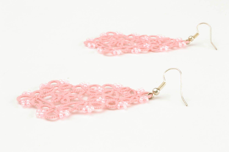 Розовые ажурные серьги фото 3