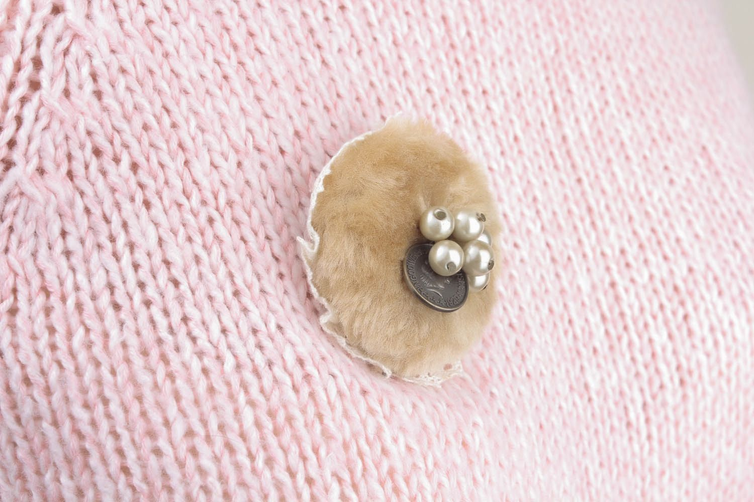 Round fur brooch photo 5