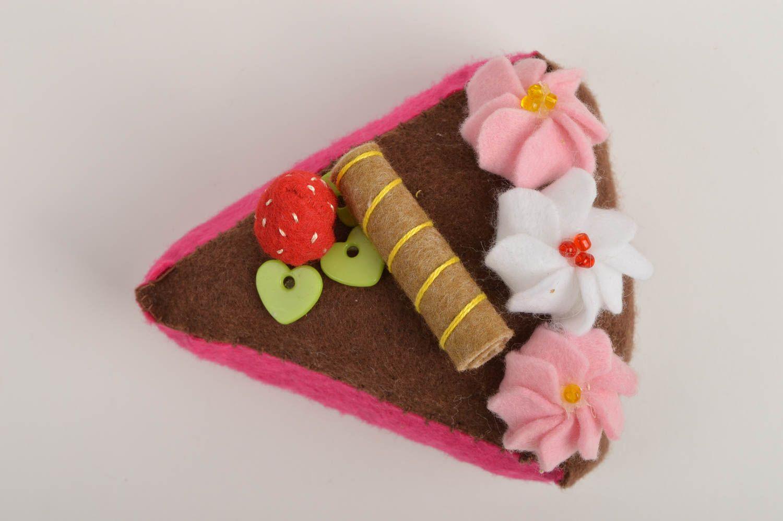 Madeheart jouet gateau fait main jouet feutrine cadeau for Cadeau decoration interieur