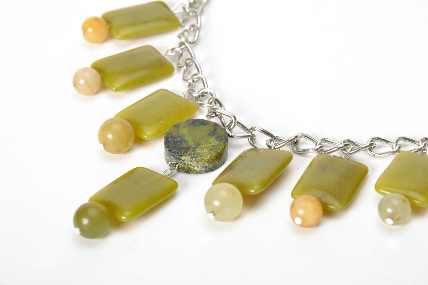 Fashion necklace of olive color  photo 4