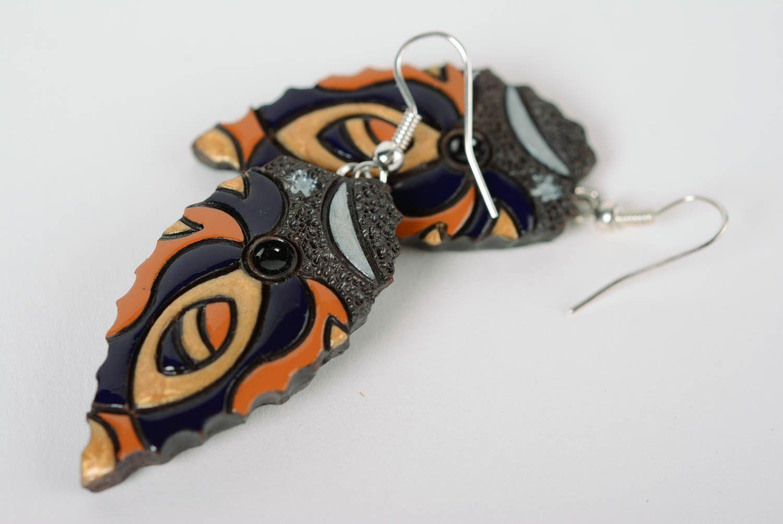 Глиняные серьги расписанные эмалью ручной работы яркие женские в виде листиков фото 4