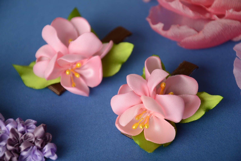 Заколки в виде цветов розовые набор из 2 аксессуаров маленькие ручная работа фото 1
