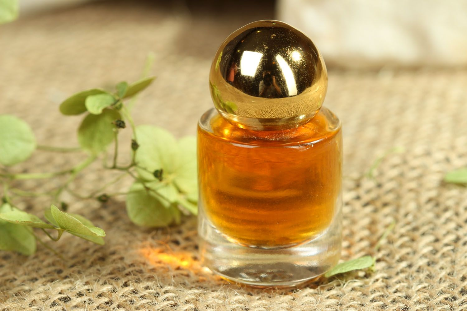Perfume oil in small bottle photo 3
