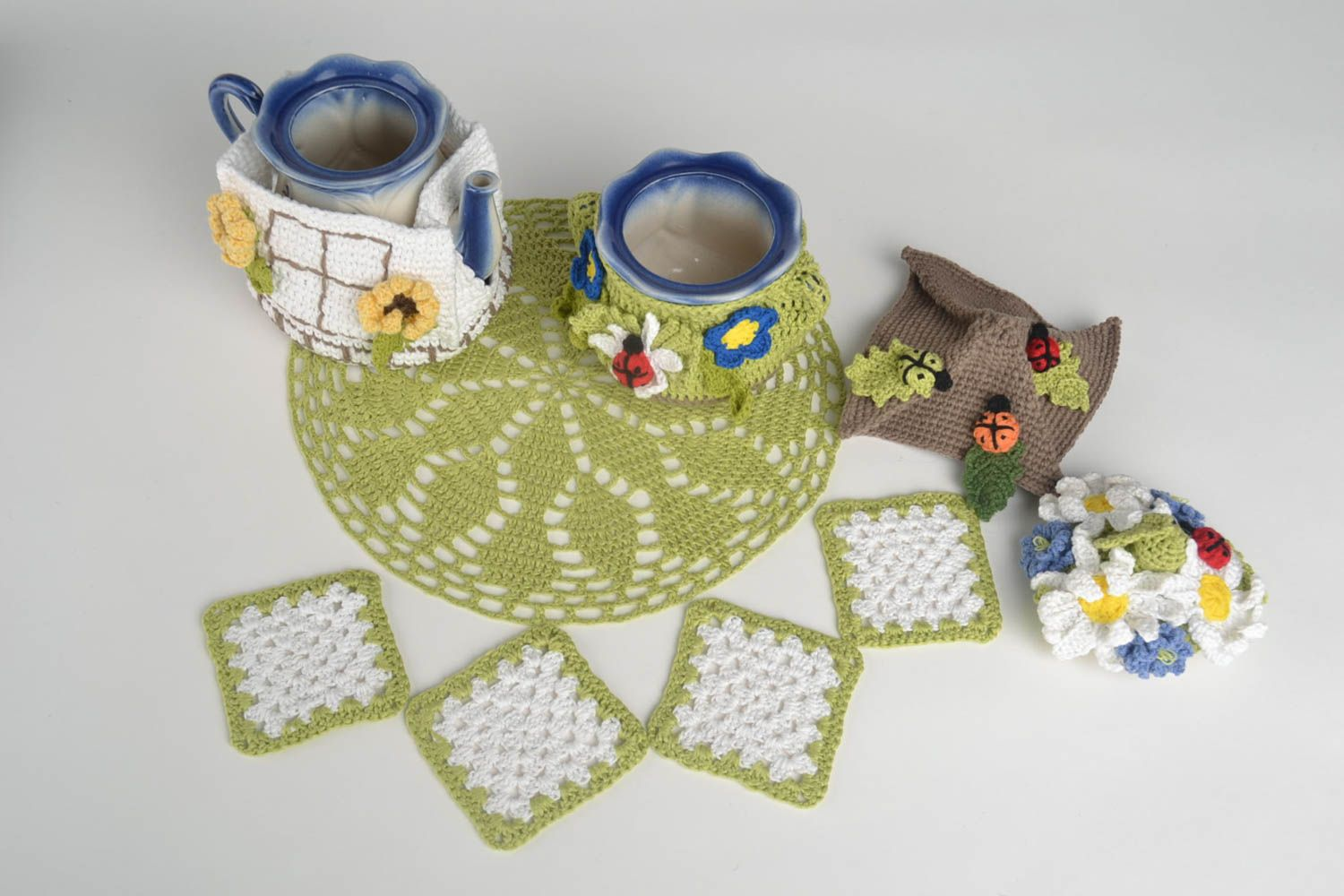 tea pots and coffee pots Gift set handmade teapot cozy 4 crochet coasters hot pads crochet napkin  - MADEheart.com