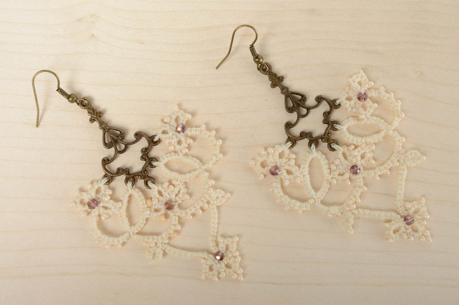 Lace tatting earrings Milky photo 2