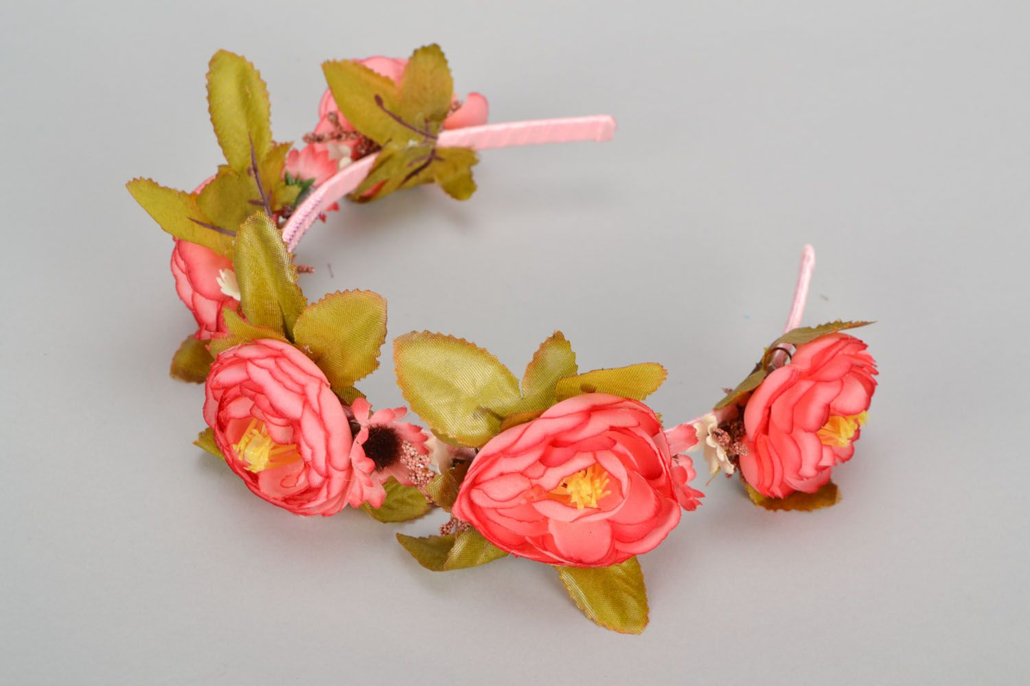Beautiful headband with flowers photo 5