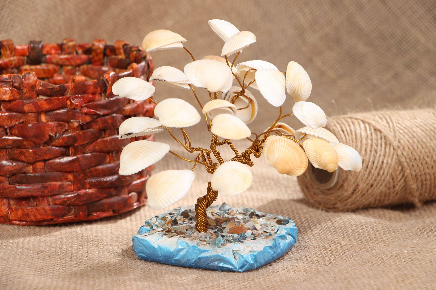 Topiary with sea shells on stand photo 5