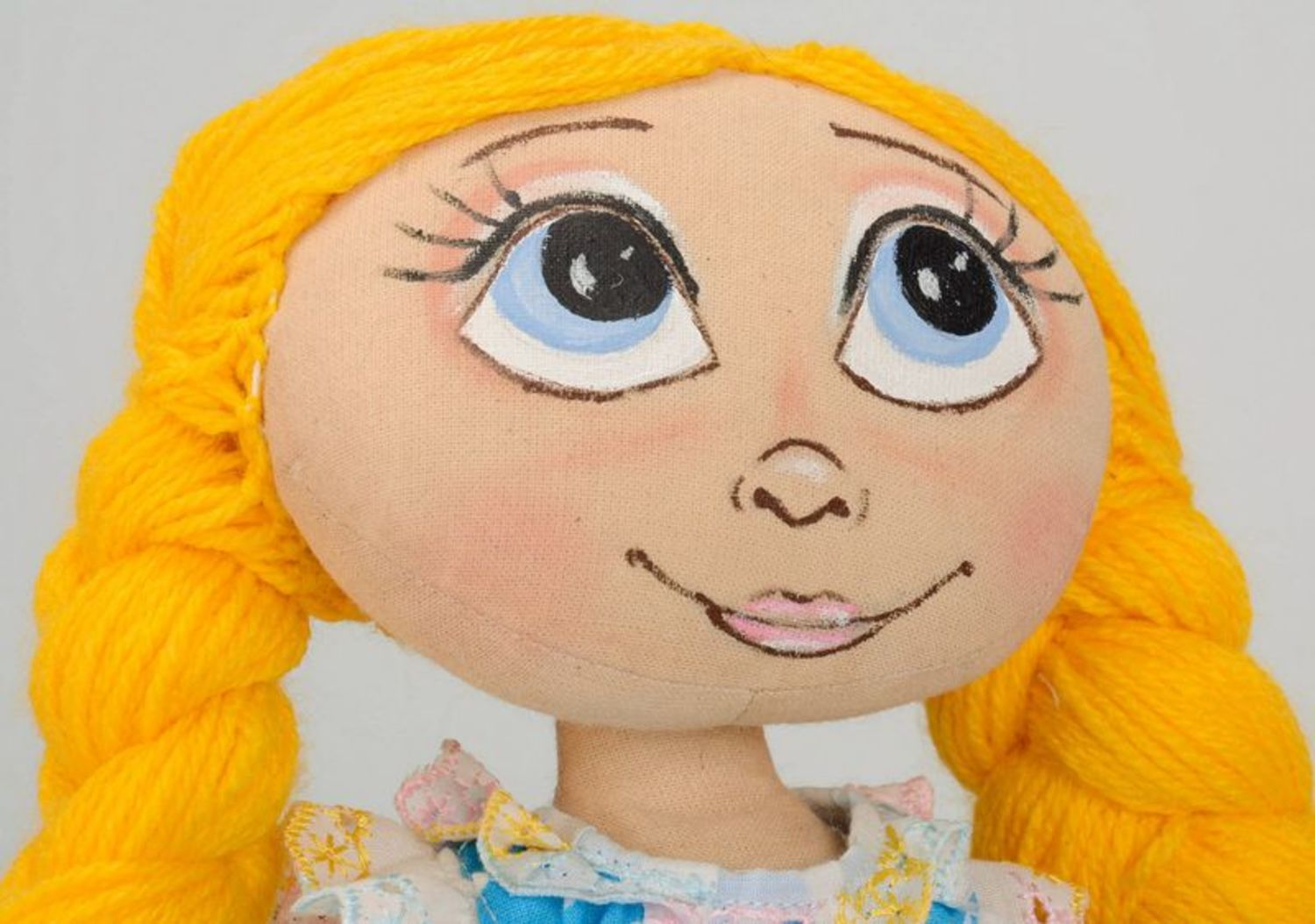Fragranced doll with yellow braids  photo 2