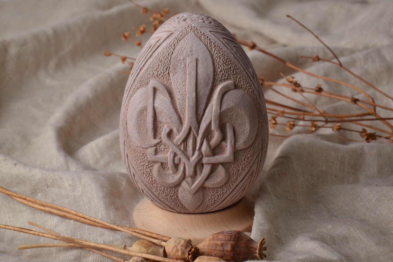 ceramic easter eggs Ceramic Easter egg with wooden holder - MADEheart.com