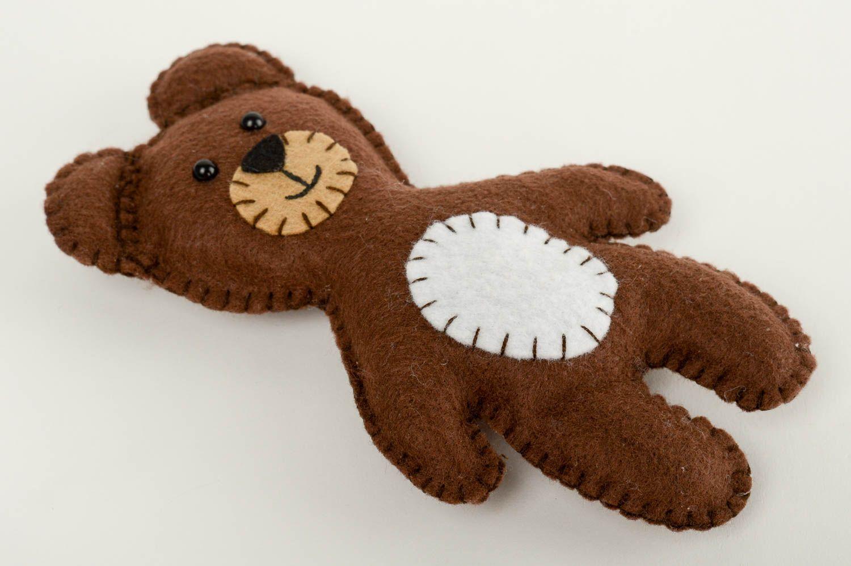 Madeheart handmade kuscheltier b r filz tier haus for Filz dekoration