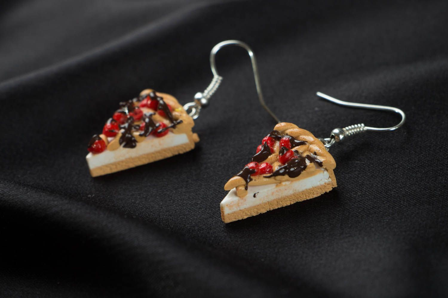 Earrings with charms in the shape of pizza photo 2