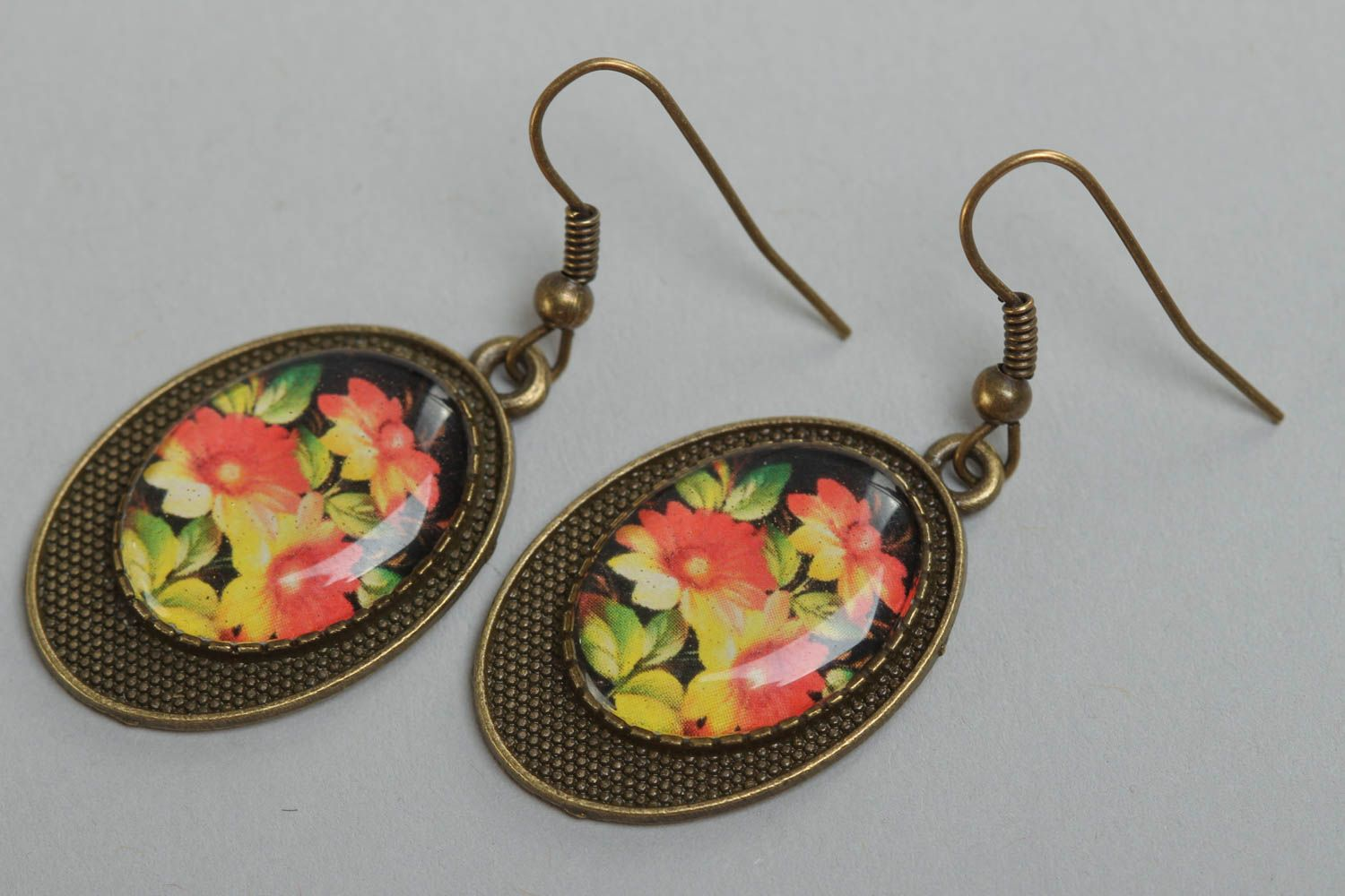 Handmade beautiful vintage earrings with glass glaze and with flowers print photo 2