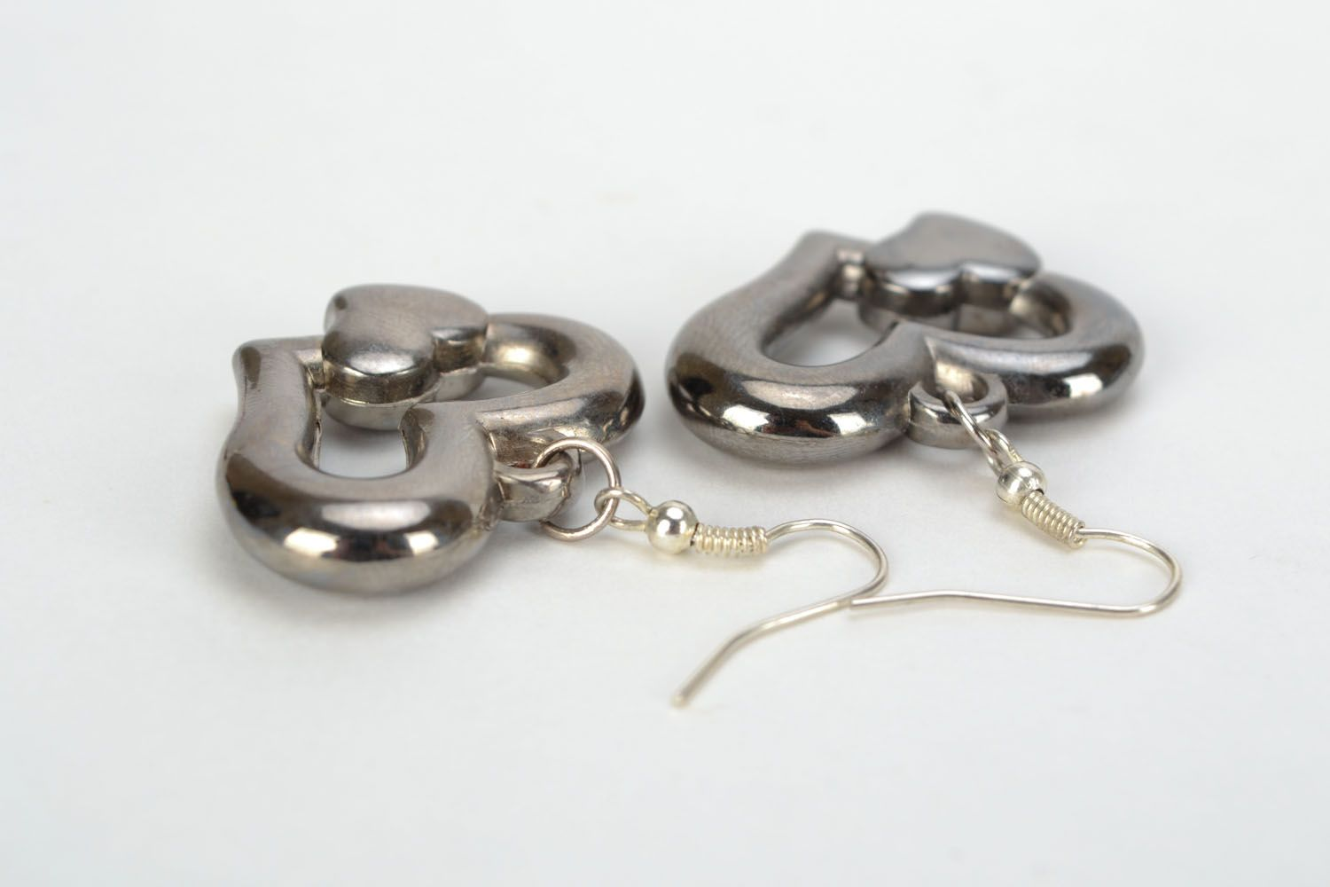 Metal earrings with heart-shaped charms photo 5