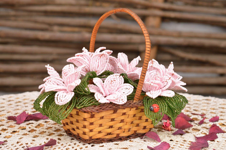 madeheart panier en paille avec fleurs de perles de rocaille d coration de maison. Black Bedroom Furniture Sets. Home Design Ideas