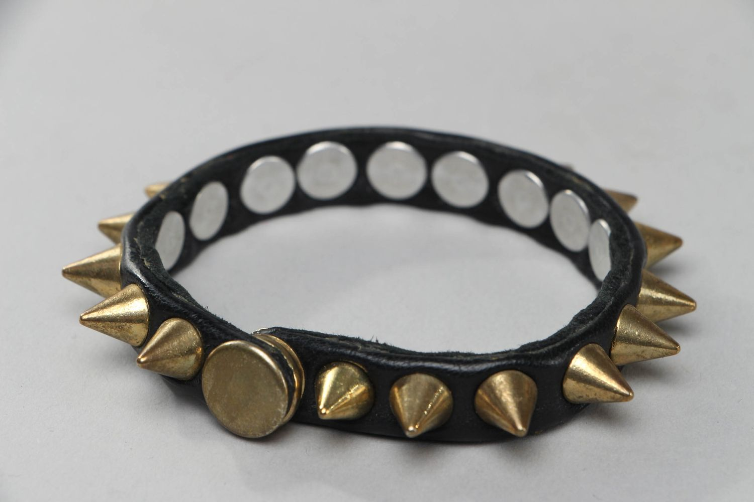 Thin leather bracelet with spikes photo 3