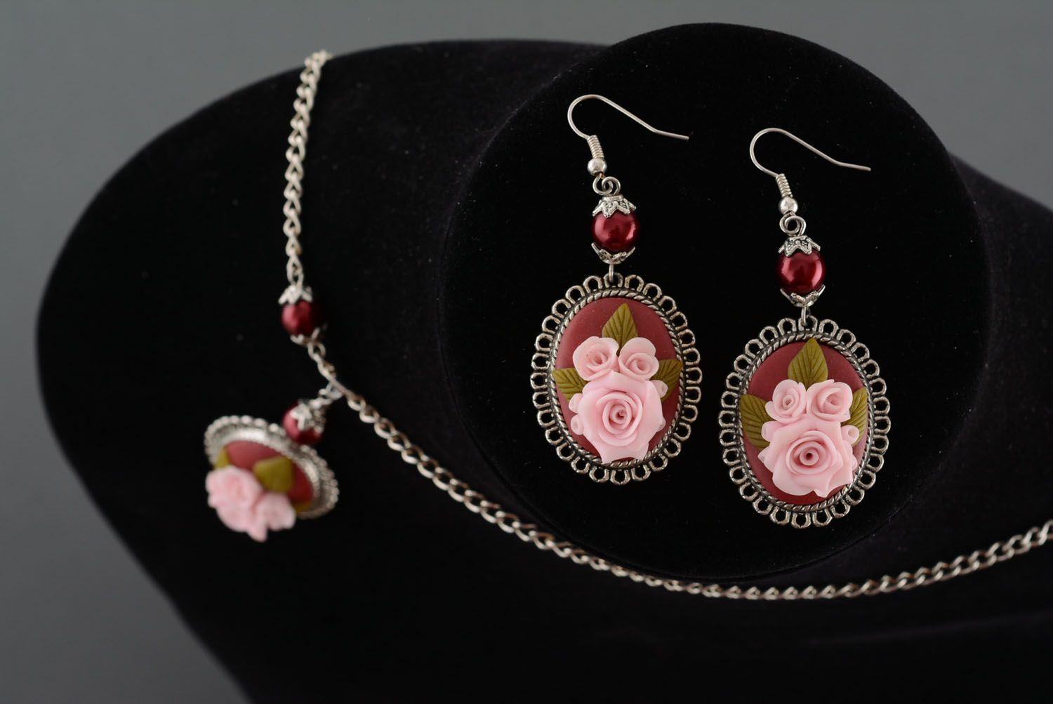 Plastic jewelry set Roses photo 3