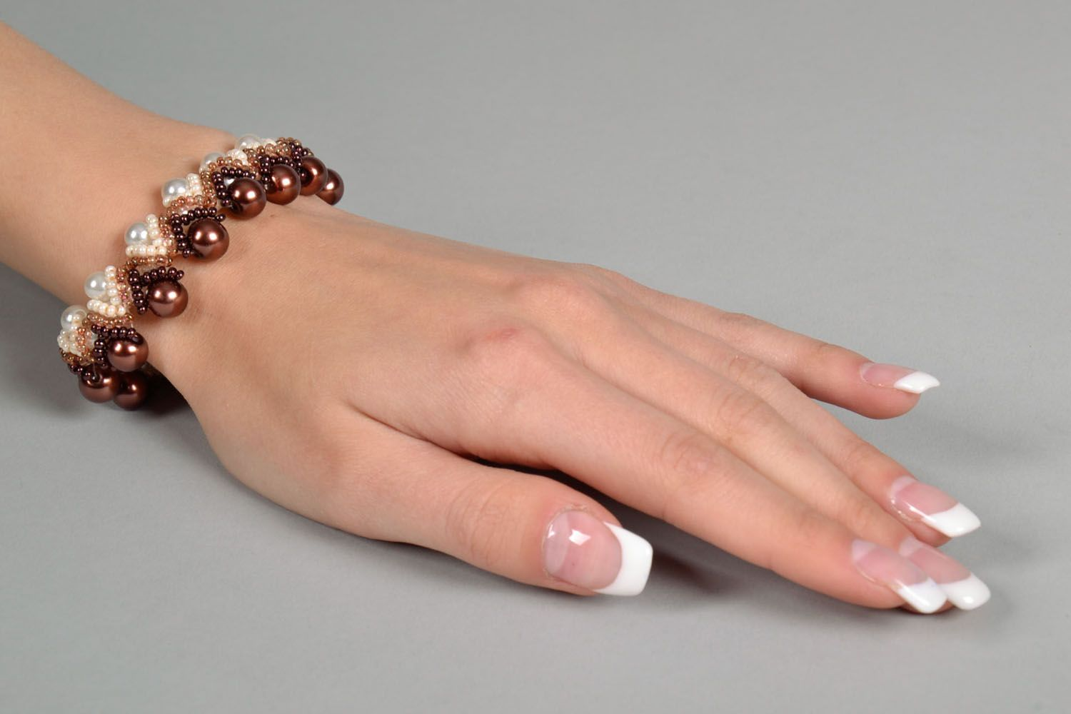 Bracelet with artificial pearls photo 5