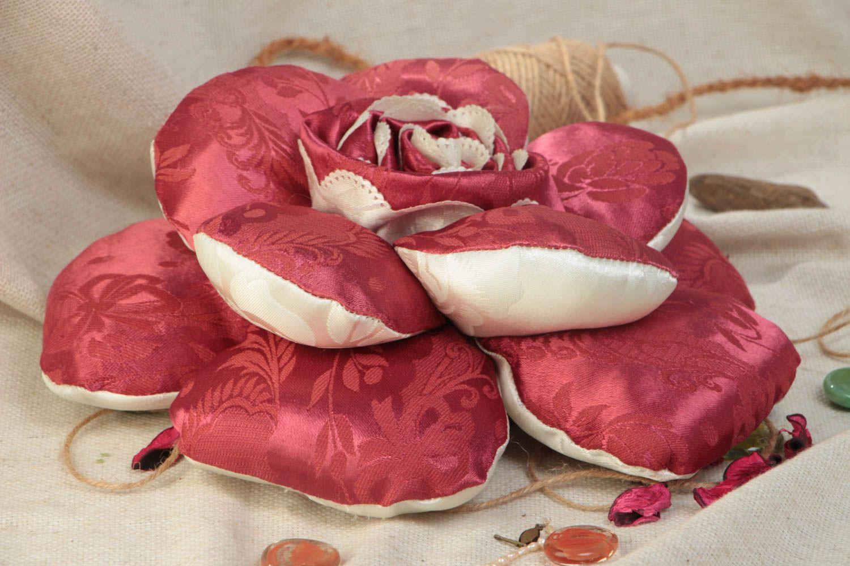 Декоративные подушки в виде цветов фото