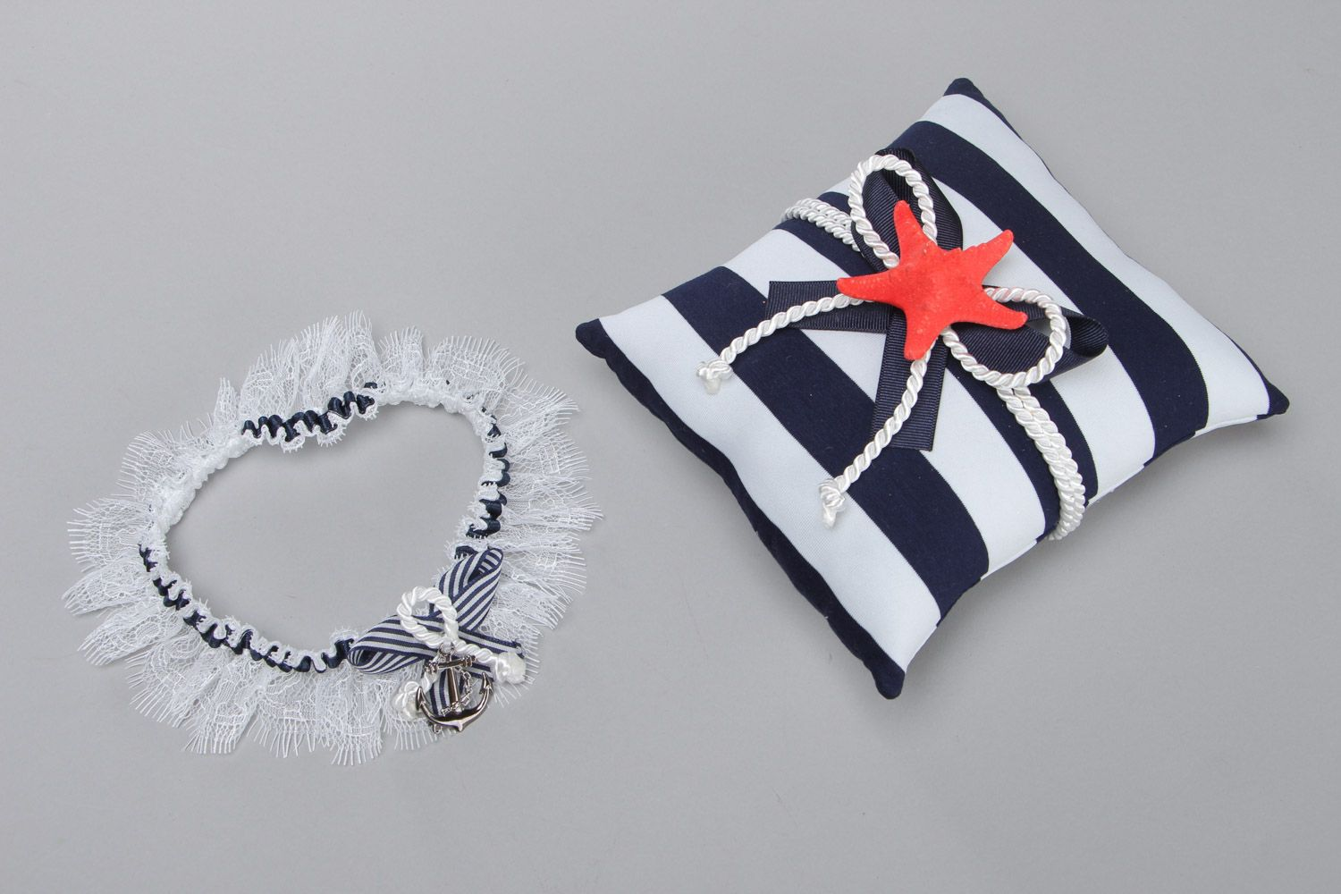 wedding accessories Set of handmade wedding accessories in marine style ring pillow and bridal garter - MADEheart.com