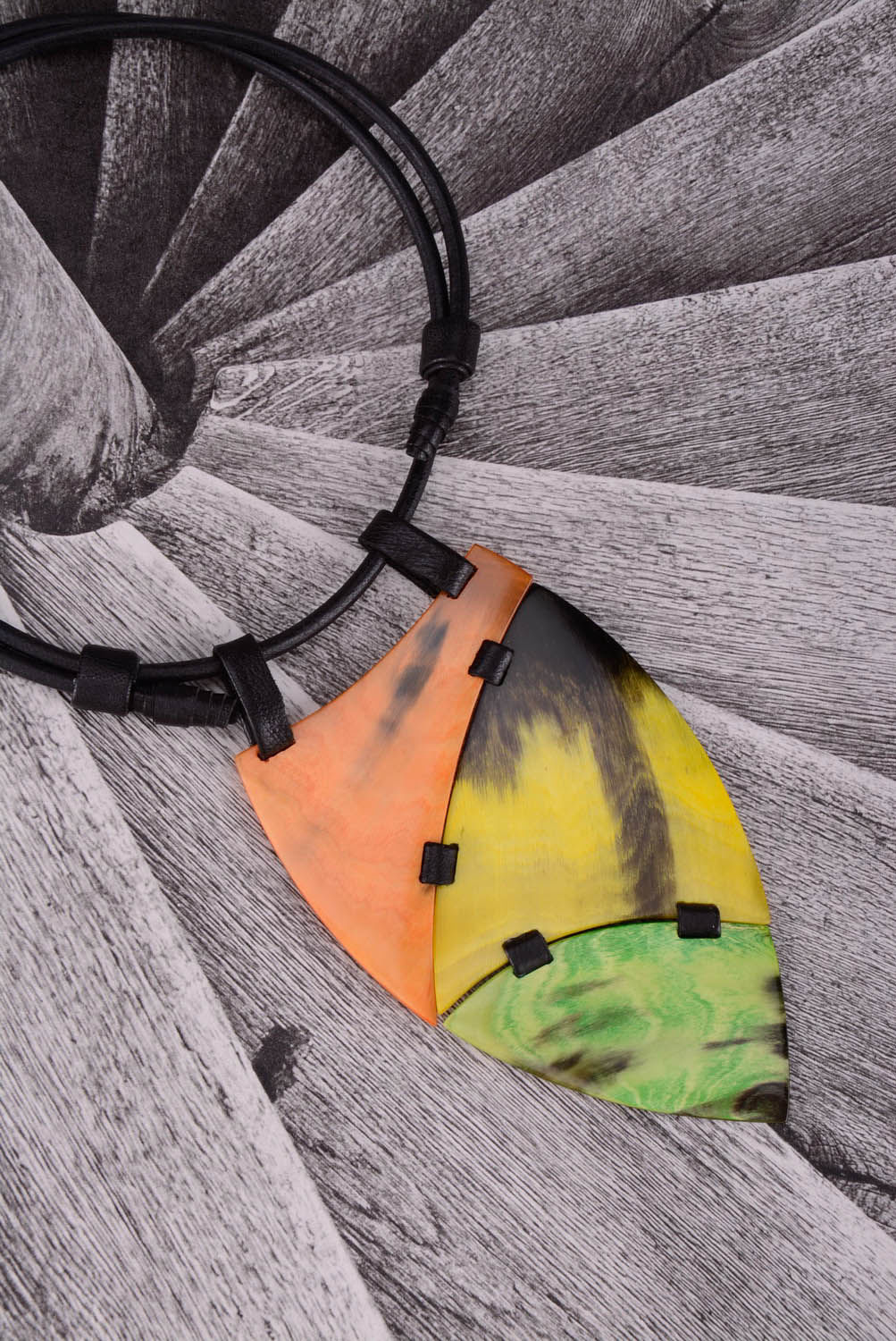 leather necklaces Necklace made of cow horn and leather - MADEheart.com