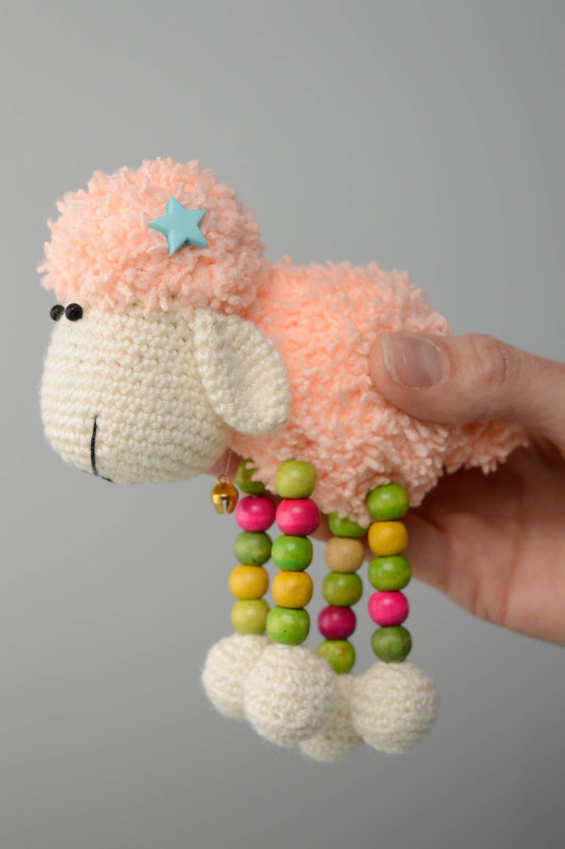 Juguete tejido con forma de oveja foto 3