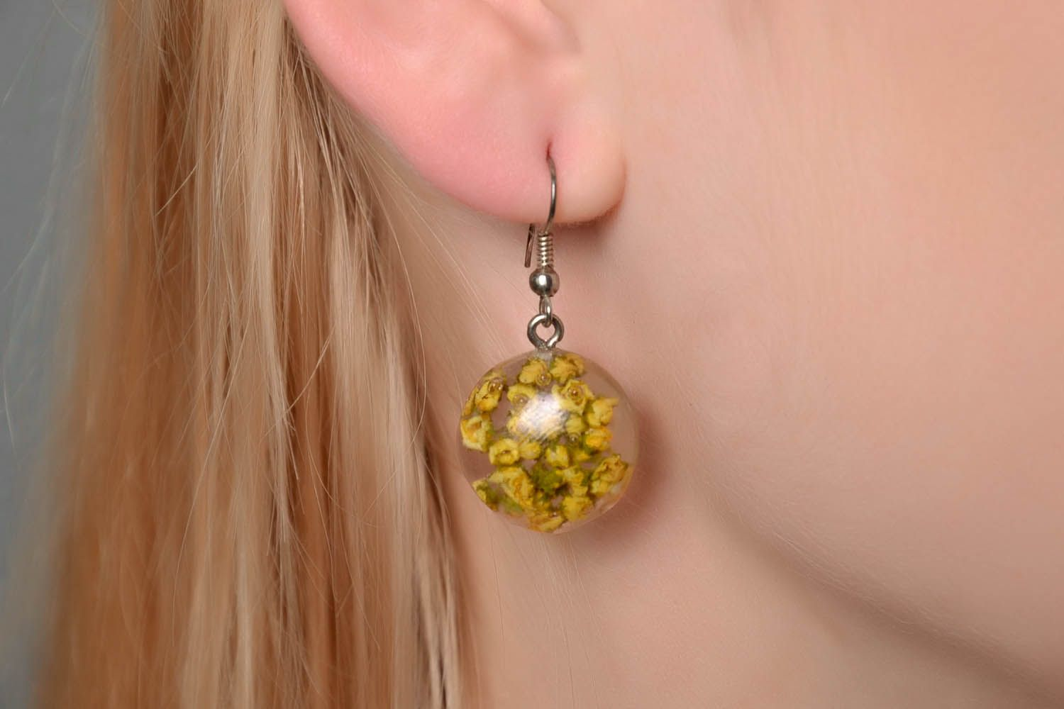 Earrings with dried flowers in epoxy resin photo 4