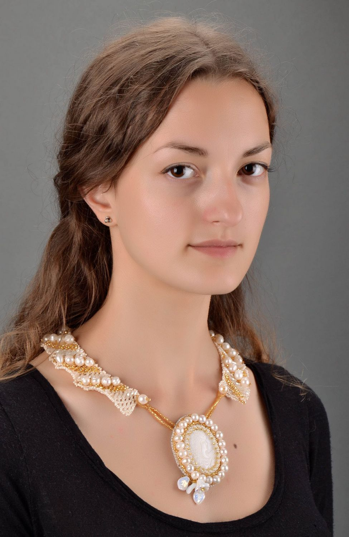 collier en perles Pendentif-collier de grains de verre et de perles