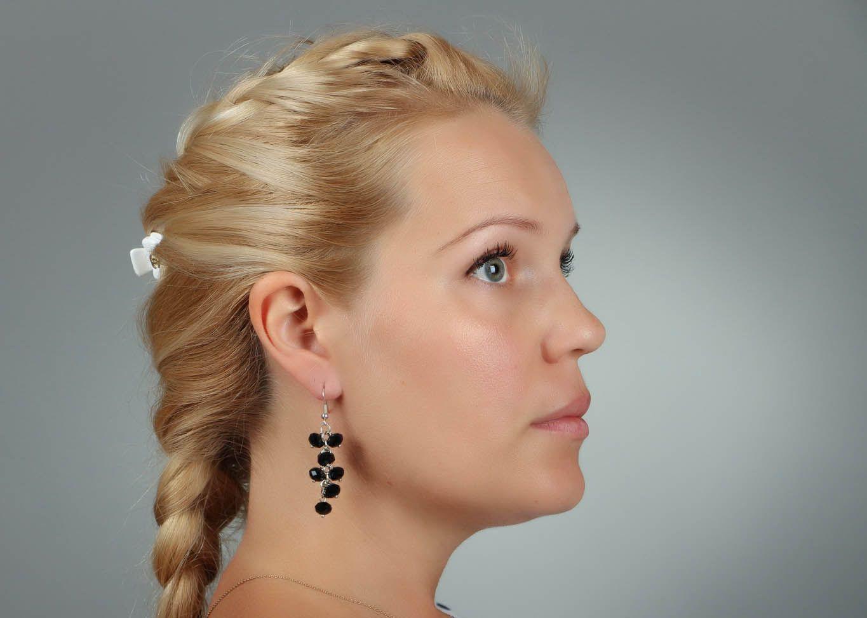 Schwarze lange Ohrringe mit Kristall foto 4
