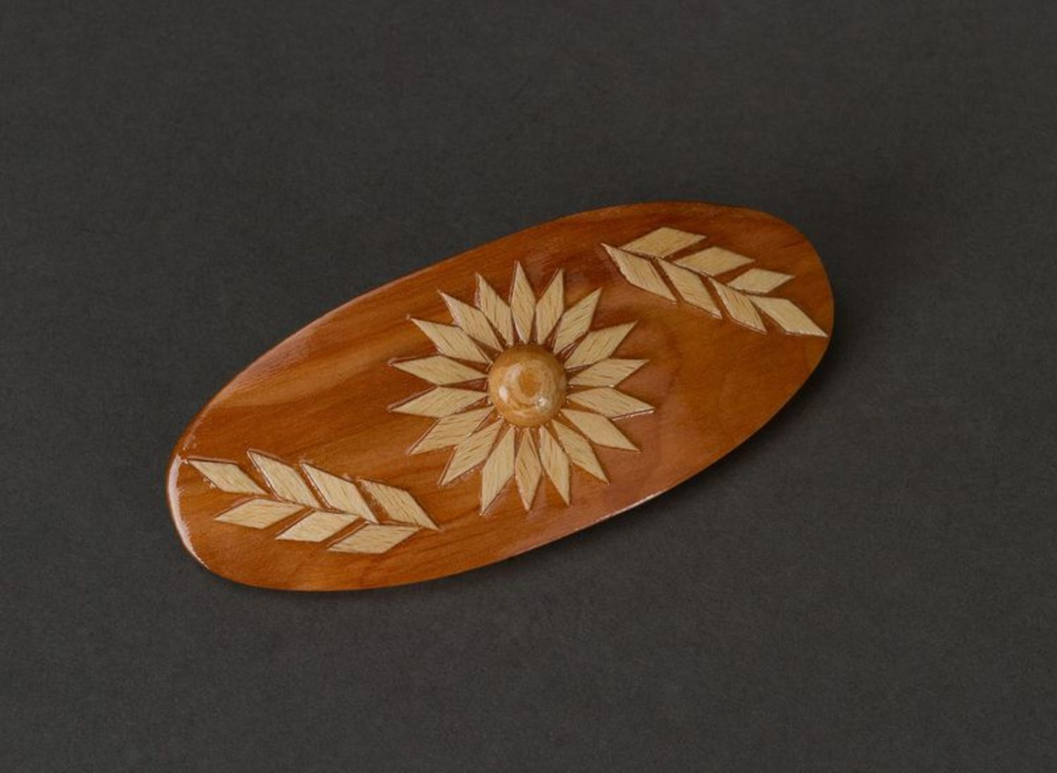 Oval wooden hair clip photo 1