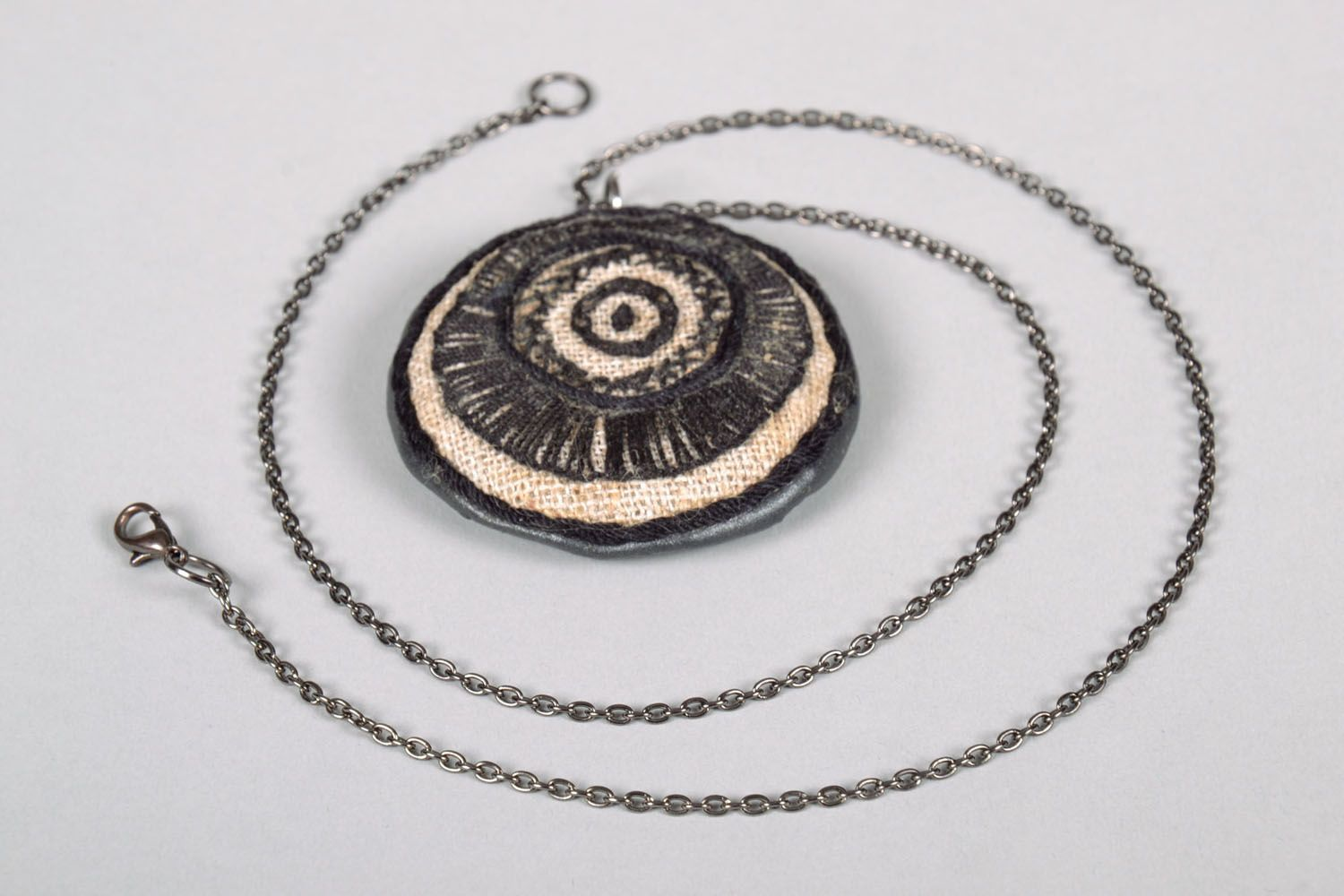Embroidered pendant in ethnic style photo 5