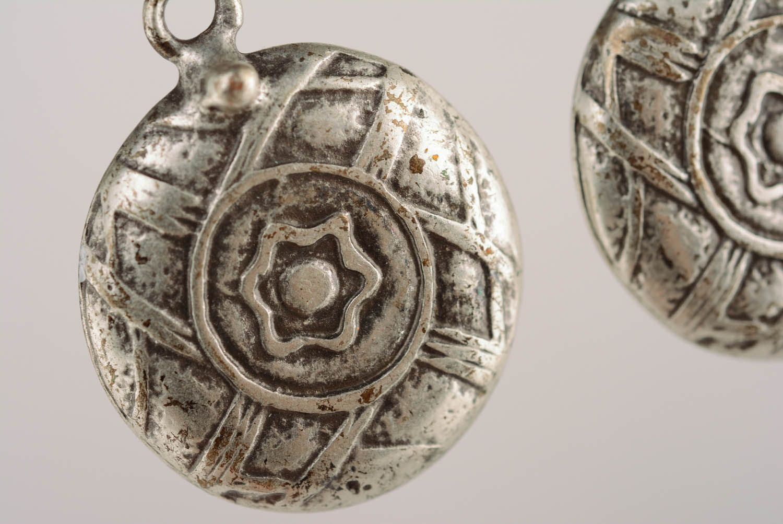 Round metal dangle earrings photo 2