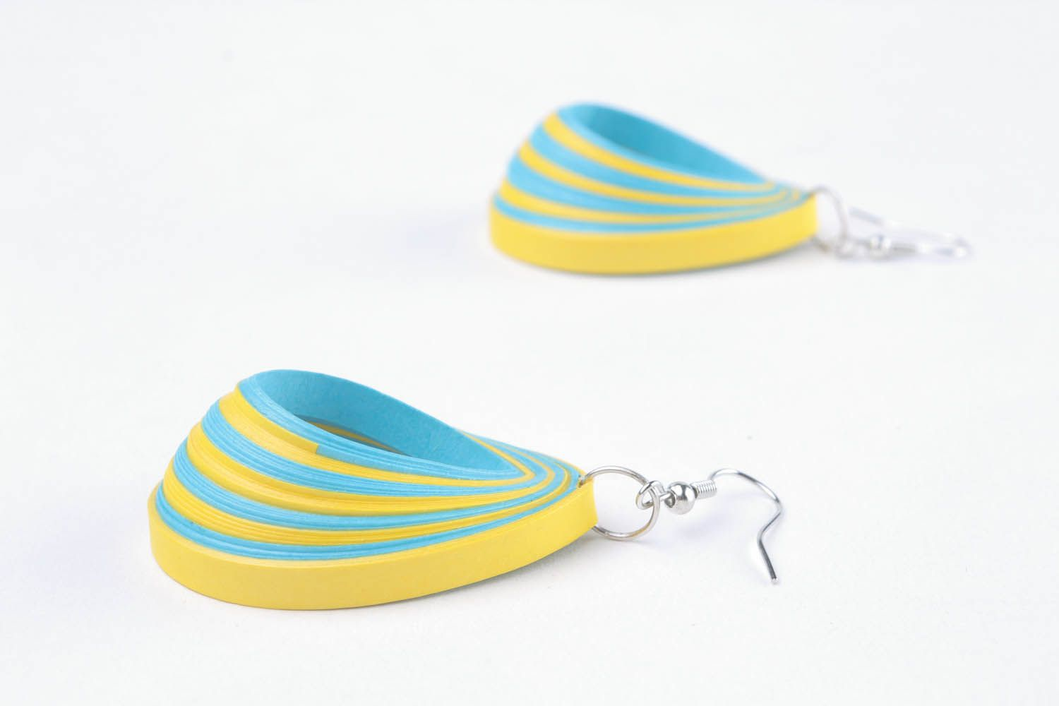Two-tone paper earrings photo 4