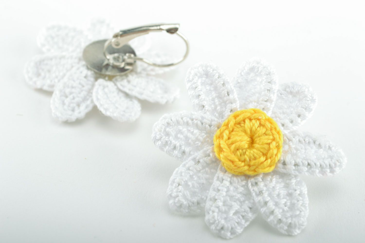 Earrings in the shape of camomiles photo 5