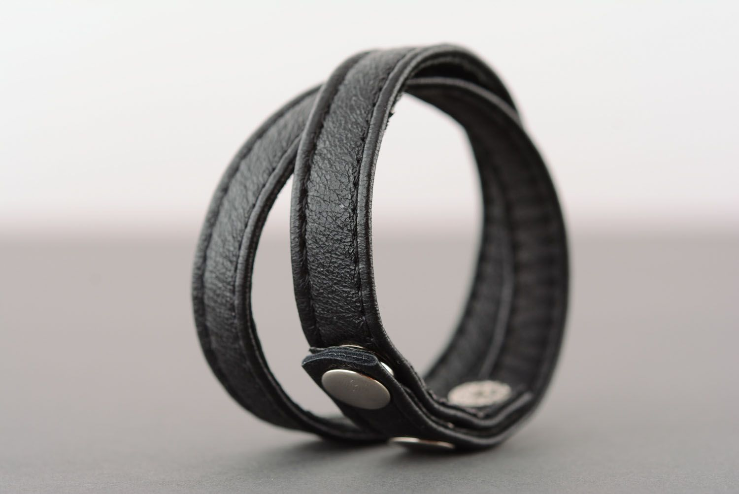 Black leather bracelet photo 3