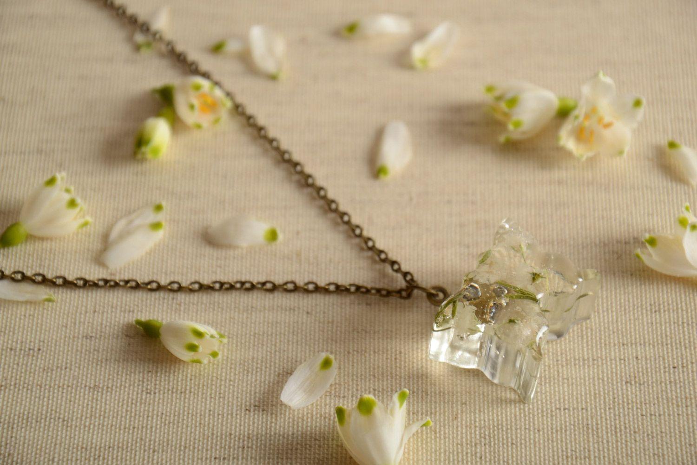 madeheart pendentif avec fleurs naturelles en r sine poxyde fait main sur cha ne. Black Bedroom Furniture Sets. Home Design Ideas