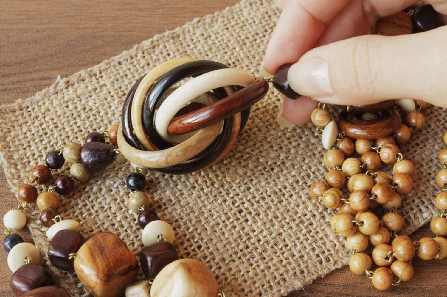 Long wooden bead necklace photo 3