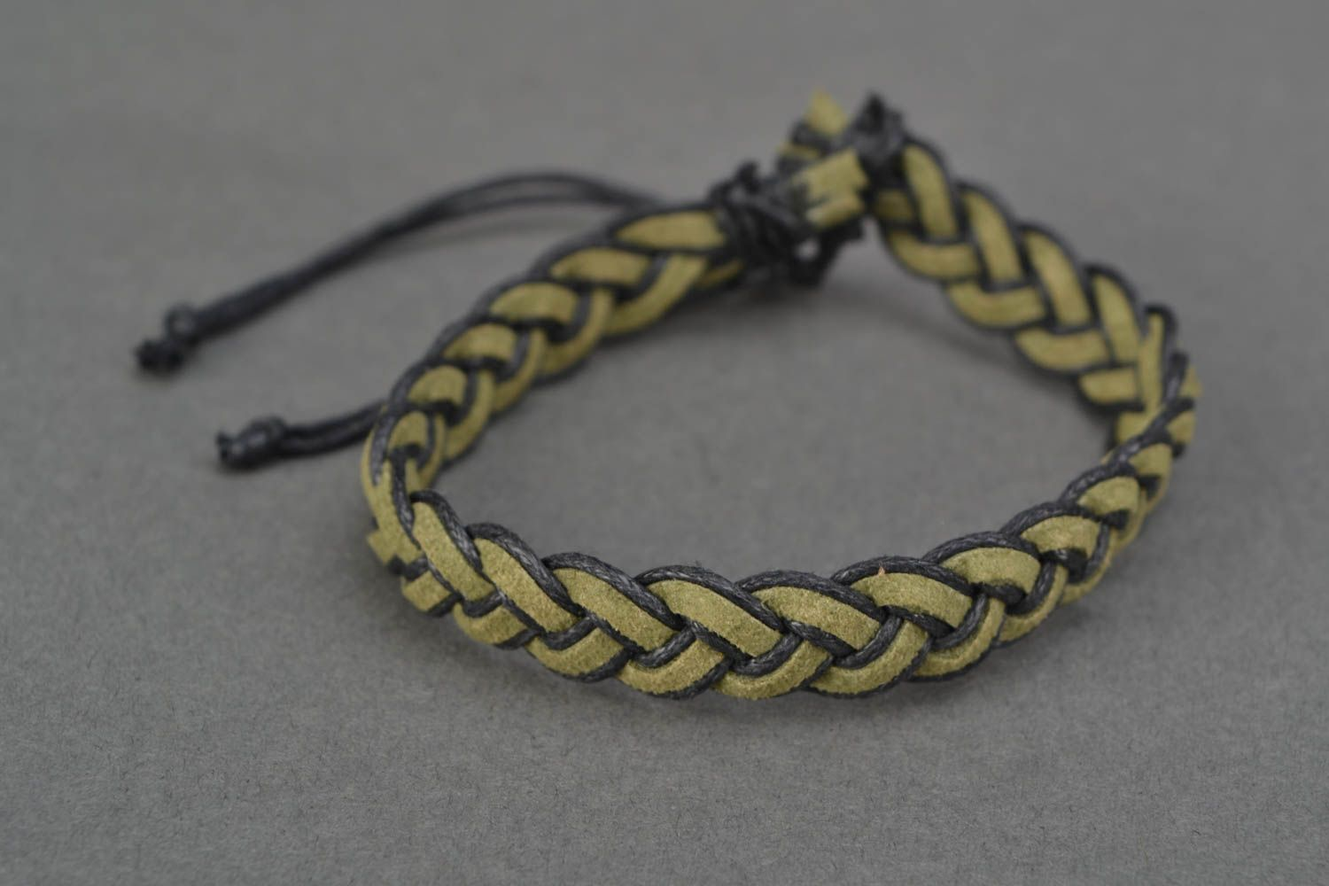 Green woven natural suede bracelet photo 3