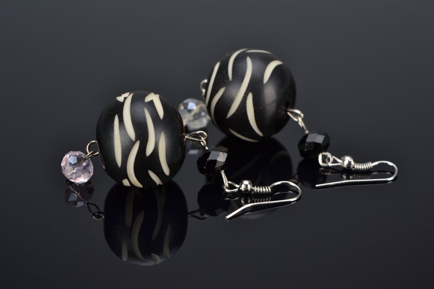Earrings with black beads photo 1
