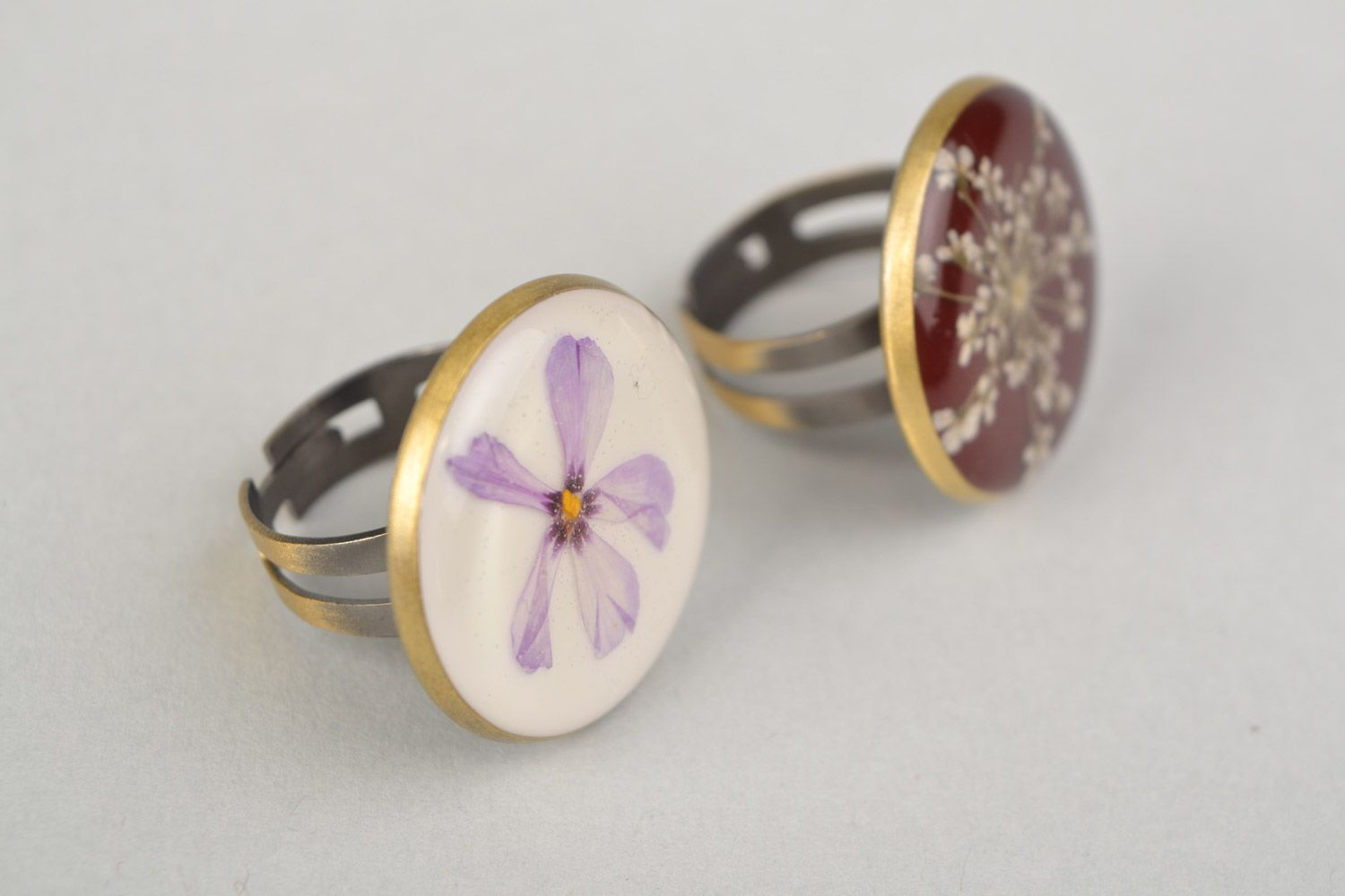 Two handmade flat round rings with natural flowers in epoxy resin for women photo 4