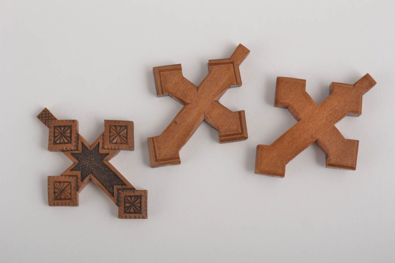 аmuletos de cuerpo Cruces artesanales de madera recuerdos religiosos regalo para amigos 3 piezas - MADEheart.com