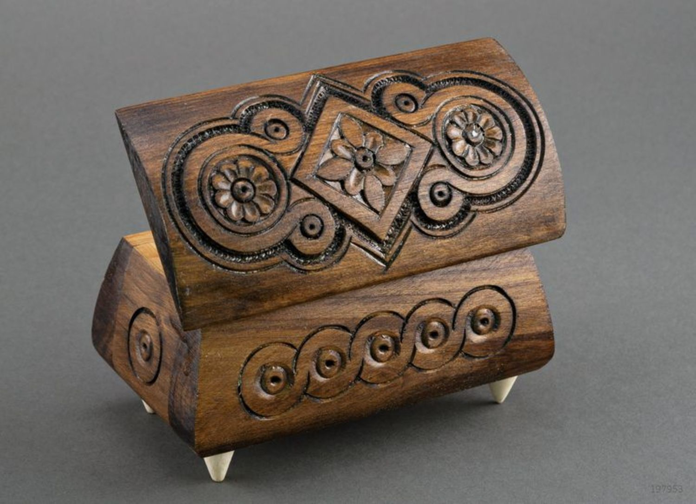Caja tallada en madera para joyas foto 2