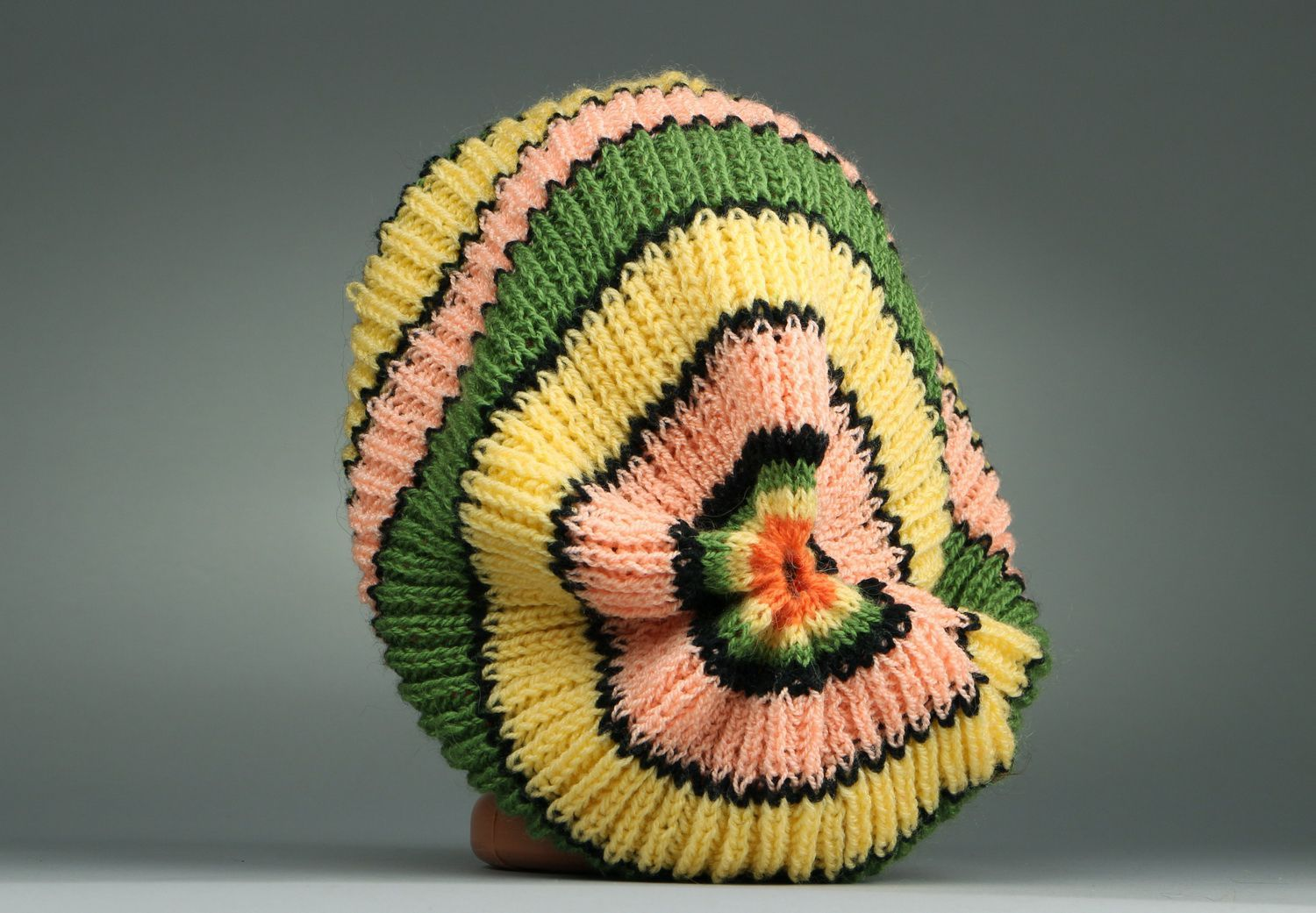 American knitted green & yellow beret photo 2