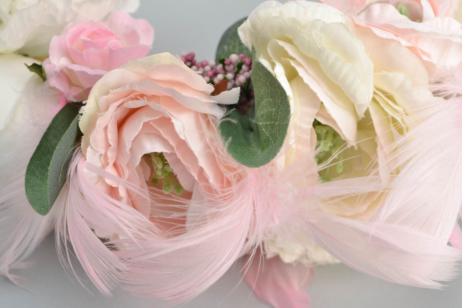 Headband with artificial flowers and feathers photo 4