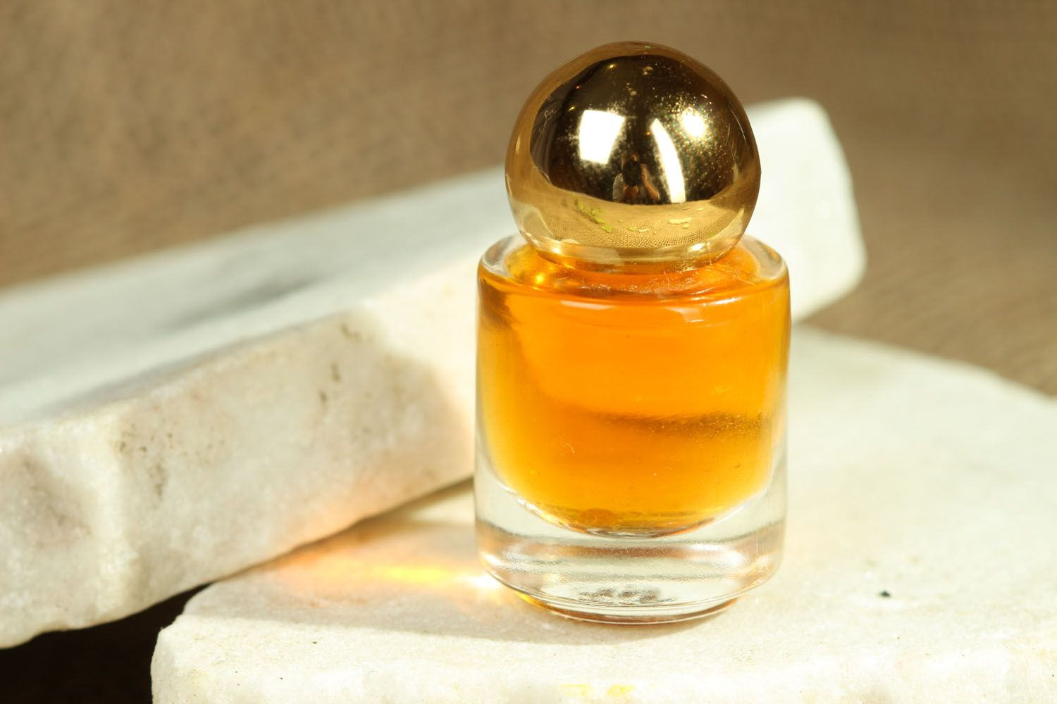 Natural perfume in small bottle photo 3